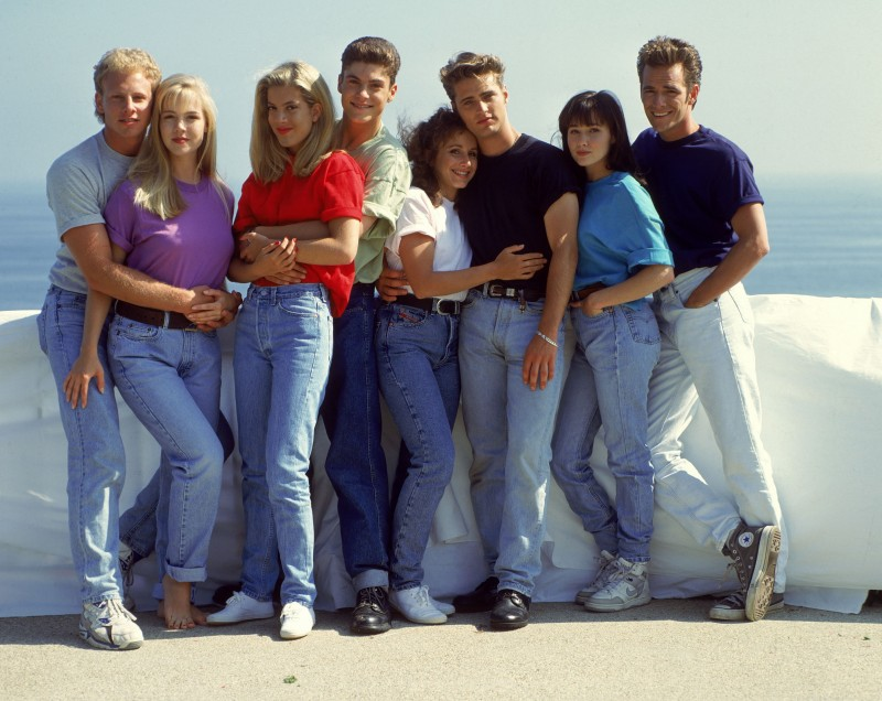90210-Original-Cast-Denim-Jeans-90s-Style-800x636